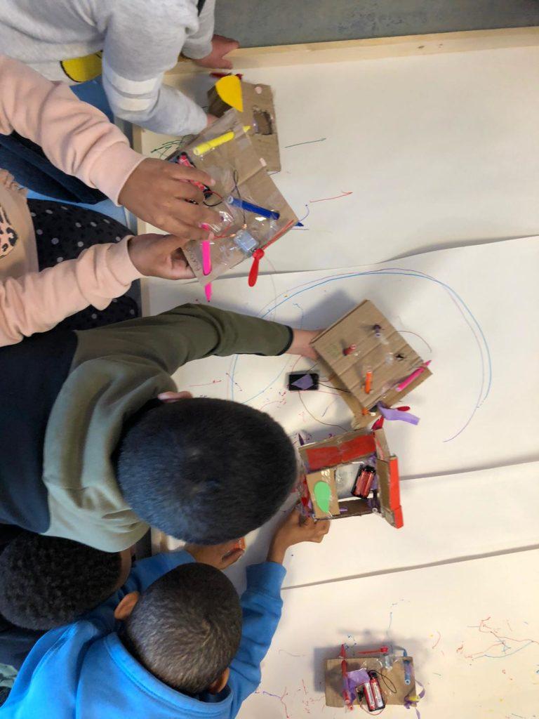 tekenrobots maakeducatie kinderen leerlingen onderwijs programmeren
